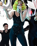 00gagafacepl-VMA-WYSTEP-APPLAUSE-2013_281229.jpg