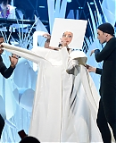 0GAGAFACEPL-HQ-VMA-2013-APPLAUSE_283729.jpg