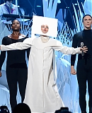 0GAGAFACEPL-HQ-VMA-2013-APPLAUSE_283829.jpg