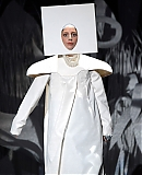 0GAGAFACEPL-HQ-VMA-2013-APPLAUSE_283929.jpg