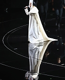 0GAGAFACEPL-HQ-VMA-2013-APPLAUSE_284229.jpg