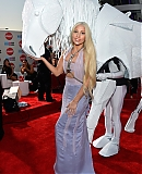 AMA-2013-RED-CARPET-GAGAFACE-PL-LADY-GAGA_281929.jpg
