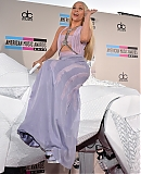 AMA-2013-RED-CARPET-GAGAFACE-PL-LADY-GAGA_284029.jpg